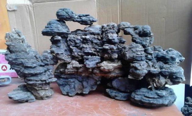batu besi yang berwarna hitam pekat