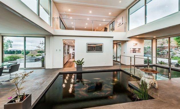 kolam koi dalam ruangan